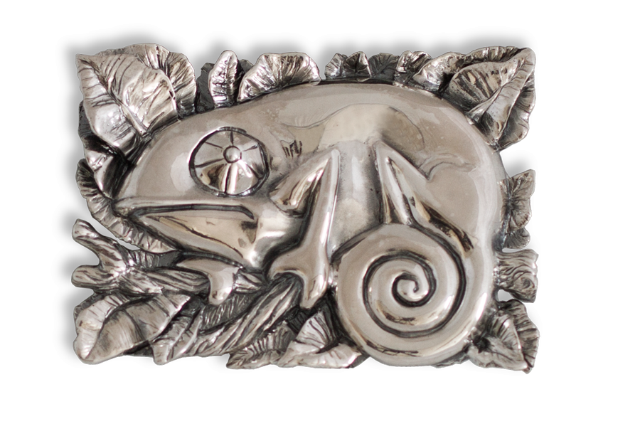 Broche artesanal en plata de un Camaleón