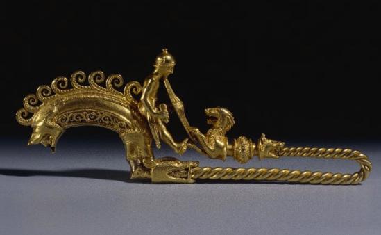 Fíbula de oro